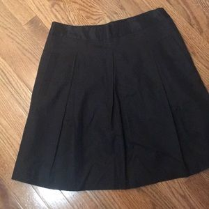 BCBG MaxAzaria pleated skirt with pockets. Size 2